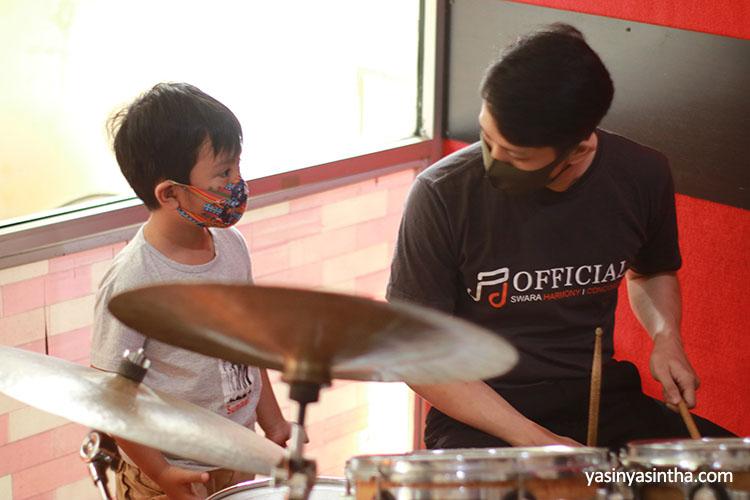 belajar drum anak, les drum anak bandung, sekolah musik anak