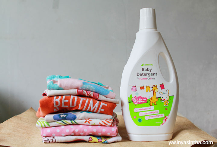 mama blogger bandung yaitu yasinyasintha yang mereview produk detergent pakaian bayi dari Mama's Choice