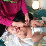 pemijatan untuk bayi punya banyak manfaat, diantaranya membuat pencernaan bayi bebas kembung dan tidurnya semakin lelap