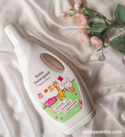 yasinta seorang blogger bandung yang mereview produk Mama's Choice berupa baby detergent