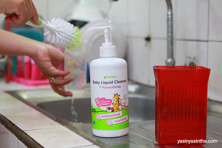 mencuci botol bayi harus dilakukan dengan benar agar tidak menyebabkan masalah pencernaan