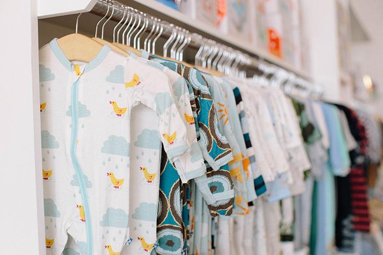 memilih baju bayi yang tepat untuk bayi baru lahir