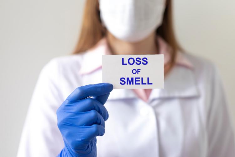 anosmia atau kehilangan indera penciuman merupakan salah satu tanda gejala corona
