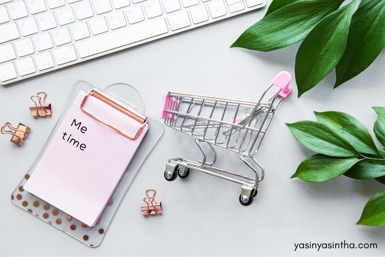 banyak ibu yang memilih online shopping sebagai me time karena sederhana dan tak perlu kemana-mana