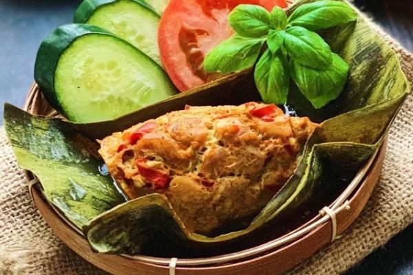tum ayam bali merupakan salah satu makanan khas bali yang jarang diketahui, padahal rasanya sangat khas dan memiliki rasa yang unik