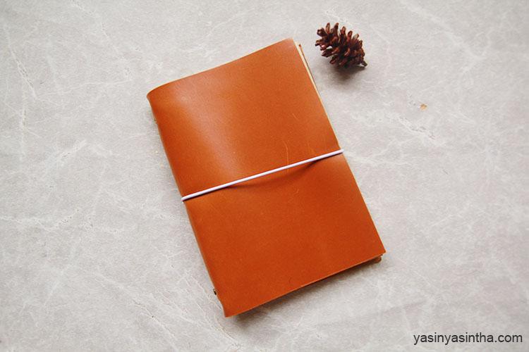 memilih journal dengan cover kulit terlihat lebih elegan dan classy at the same time