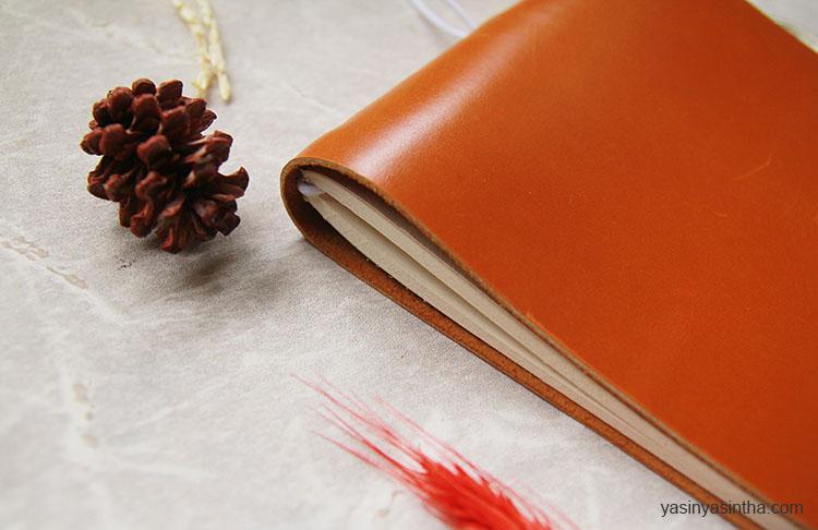 buku journal kulit dan lembaran yang tebal