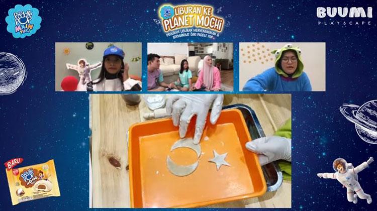 membuat dough di rumah dengan menggunakan tepung terigu yang mudah dilakukan bersama anak-anak
