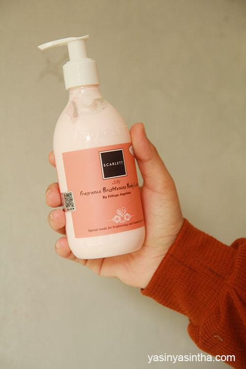 menggunakan scarlett body lotion untuk kulit tubuh yang cerah